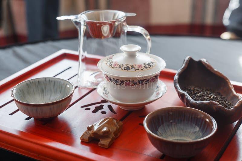 酿造在茶道的茶的过程 库存图片