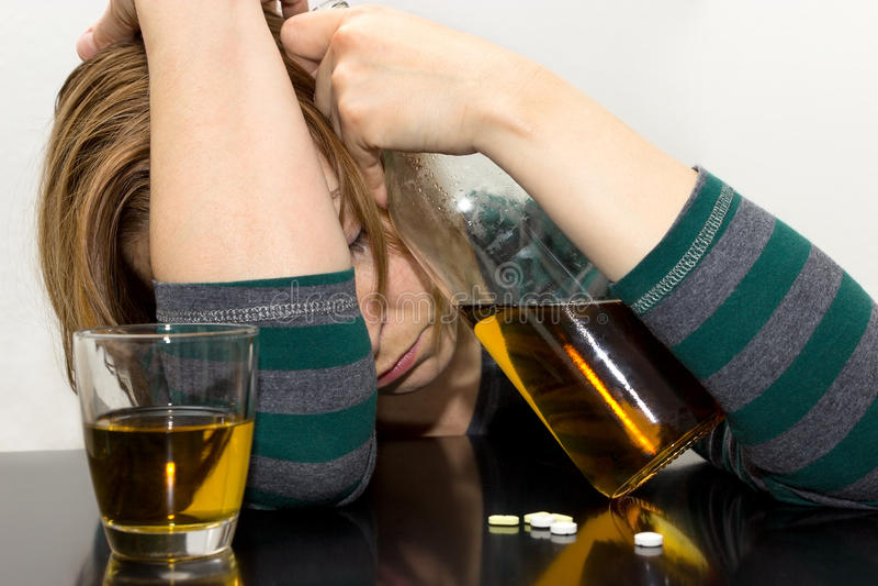 醉酒的女性 免版税库存图片