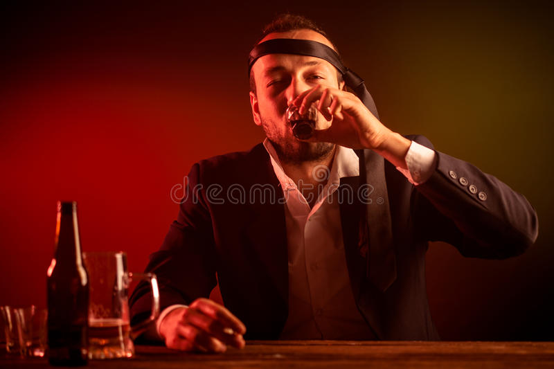 醉酒的生意人 免版税库存图片
