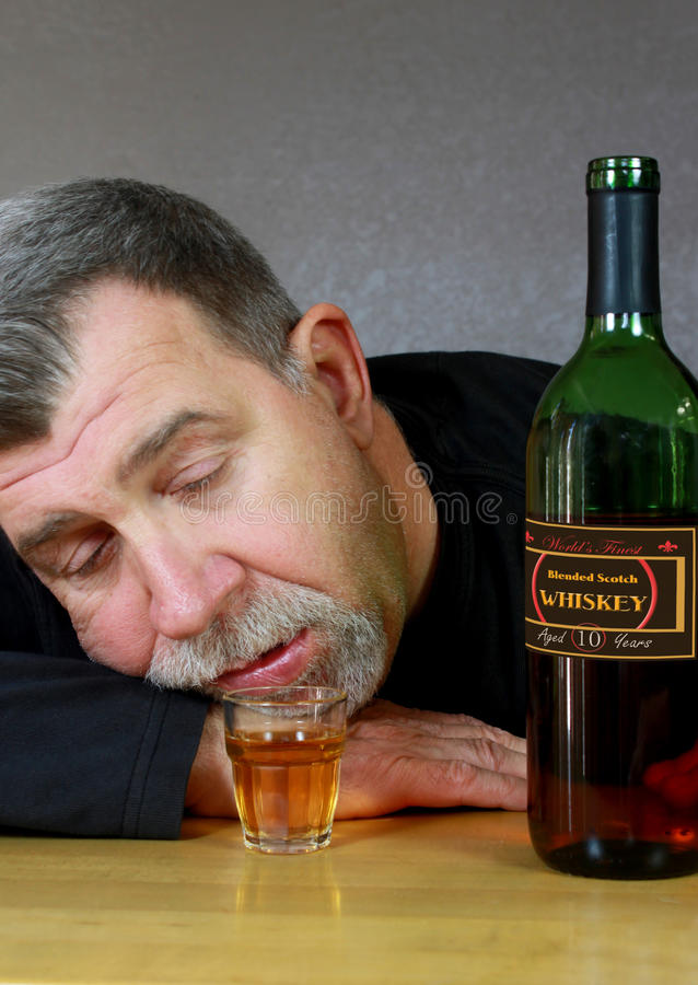 醉酒的醺酒的成人人 库存照片