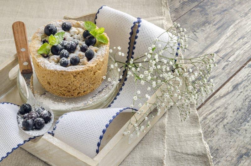 黑醋栗碎屑装饰用薄菏和莓果 库存图片