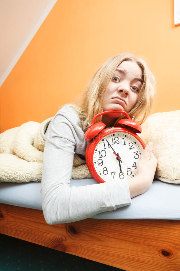 Download 醒与闹钟的不快乐的妇女 库存图片. 图片 包括有 被宣扬的, 女孩, 羊毛, 阿斯马拉, 敬畏, 时间, 疲劳 - 59103171