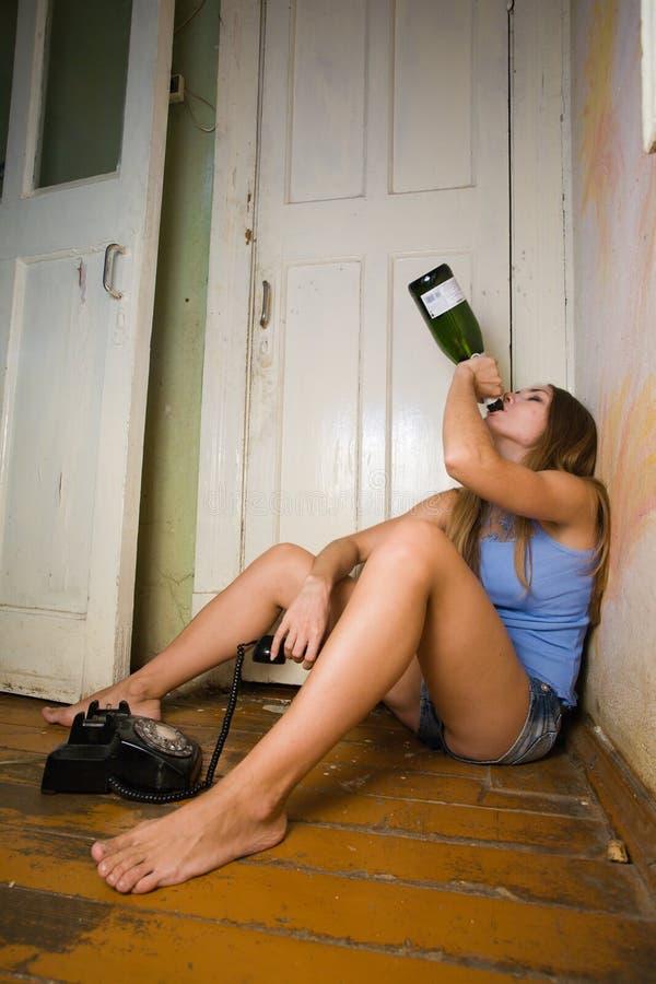 醺酒的妇女 库存照片