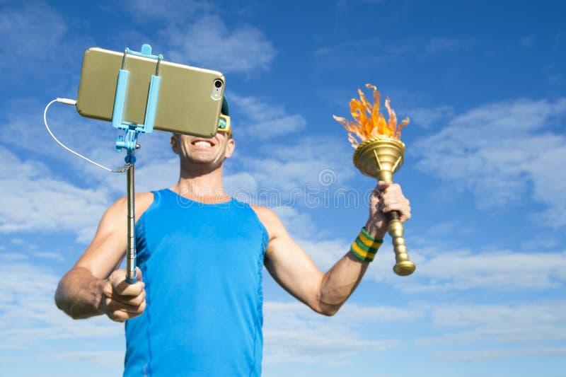 采取与体育火炬的运动员Selfie 库存照片