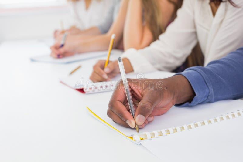 采取在类的学生笔记 免版税库存照片