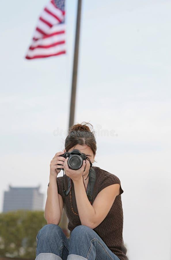 采取妇女的照片 免版税图库摄影
