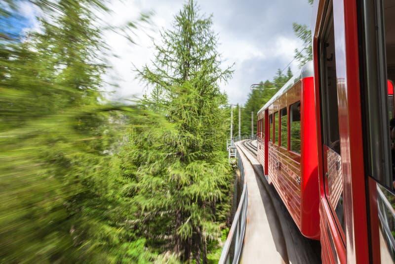 采取对夏慕尼冰海的Montenvers红色火车在法国 库存照片