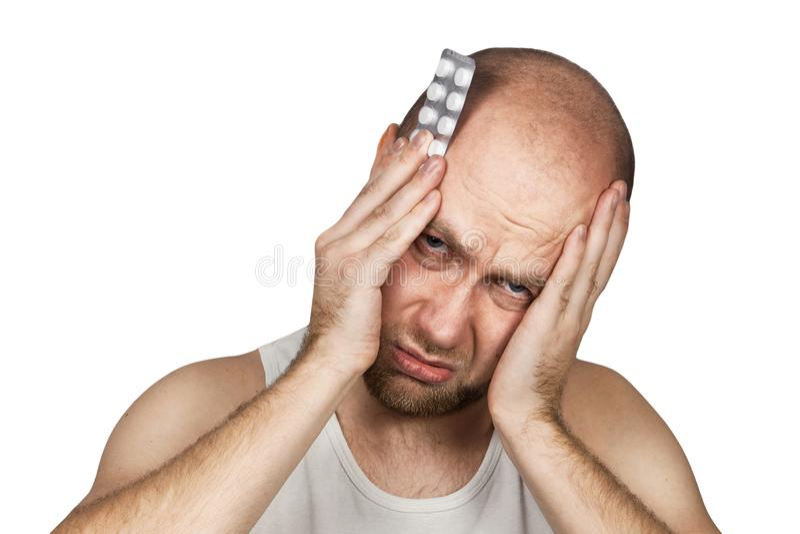 采取抗生素,抗抑郁剂,药片疗程的人在家解除痛苦 年轻人病残,从头疼的不适的痛苦, 免版税库存图片
