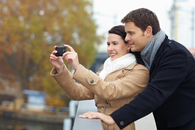 采取游人的照片 免版税图库摄影