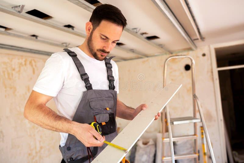采取稀薄的木板确切的措施  免版税库存图片