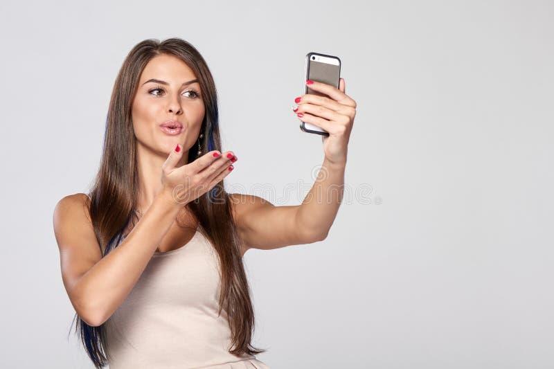 采取自画象的妇女 免版税库存照片