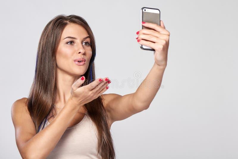 采取自画象的妇女 免版税库存图片