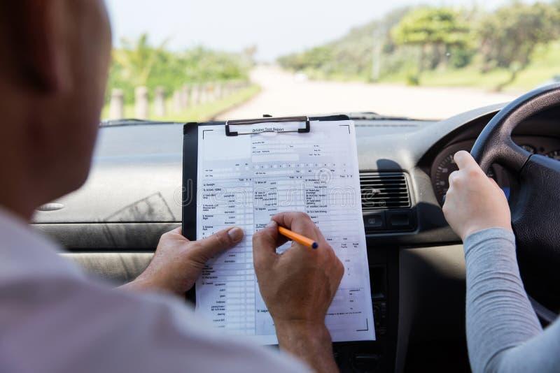 采取驾驶执照考试的女孩 免版税库存照片