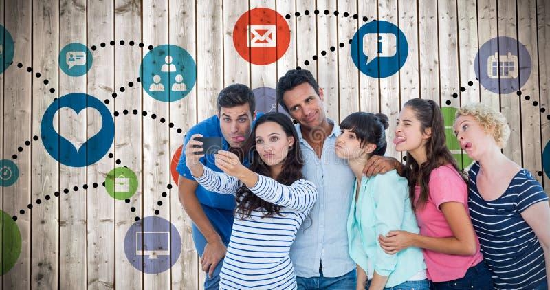 采取selfie的创造性的企业队的综合图象 免版税库存照片