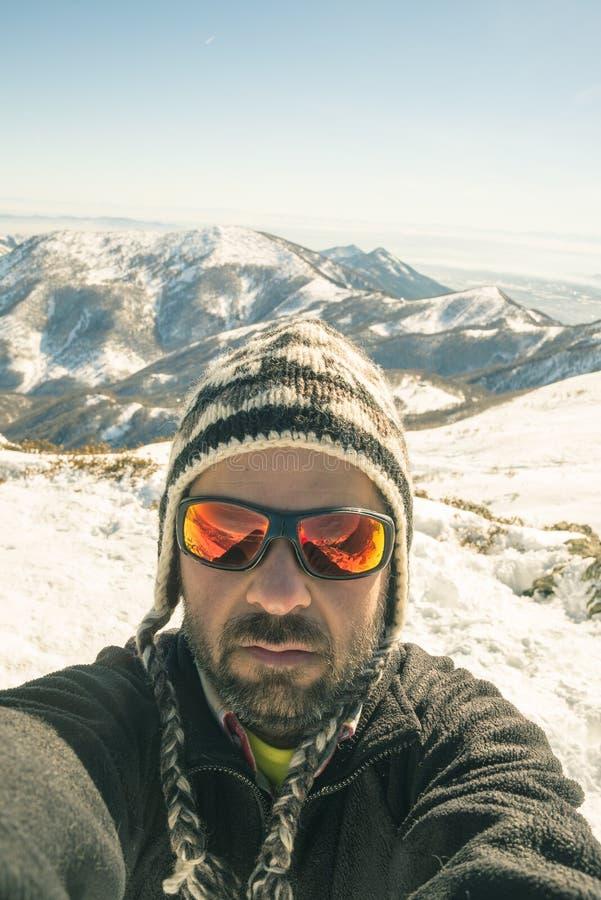 采取selfie的游览滑雪者 免版税库存图片