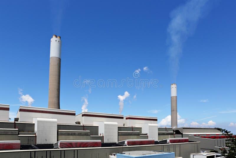 Download 采煤被射击的次幂岗位 库存图片. 图片 包括有 天空, 布琼布拉, 烟囱, 次幂, 建筑, 莱茵河, 燃料 - 22354909