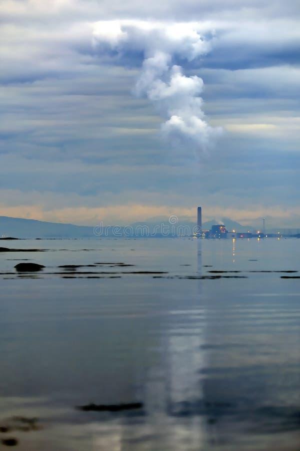 采煤被射击的污染次幂烟岗位 库存图片