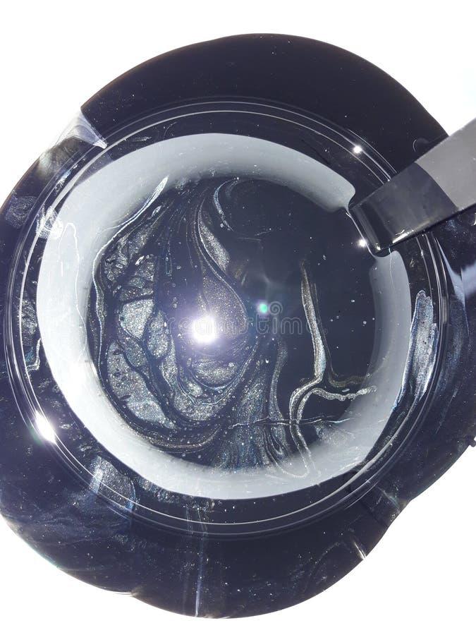 釉质的宇宙质地 — 圆罐中混合油漆和铲子 免版税库存图片