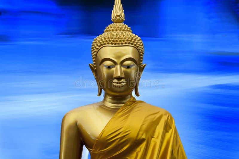 释迦牟尼金黄雕塑 库存照片. 图片 包括有 雕塑, 佛教