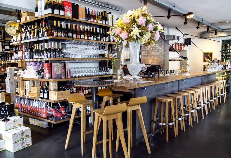 里加咖啡馆的现代设计 库存照片
