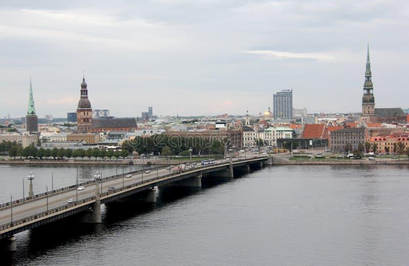 里加市,拉脱维亚的首都全景视图  道加瓦河的堤防 库存照片