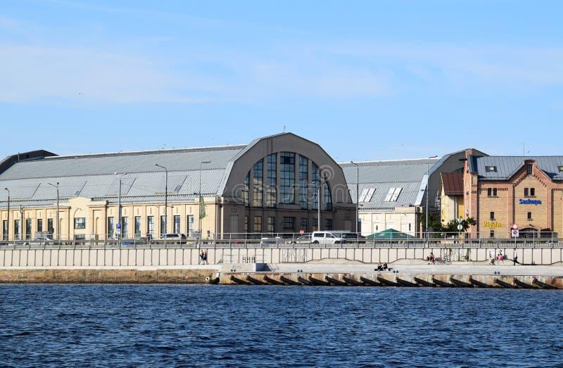 里加,拉脱维亚, 2015年7月15日, 主要市场的亭子 免版税库存图片