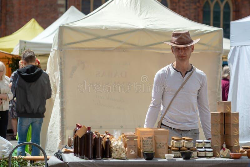 里加,拉脱维亚- 2018年6月22日:夏至市场 stan一个的人 免版税库存照片