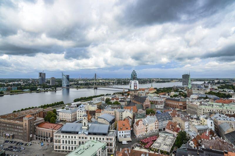 里加,拉脱维亚,欧洲,从圣皮特圣徒・彼得教会的塔的看法  免版税库存图片