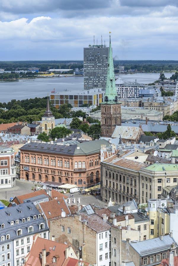 里加,拉脱维亚,欧洲,从圣皮特圣徒・彼得教会的塔的看法  免版税库存照片