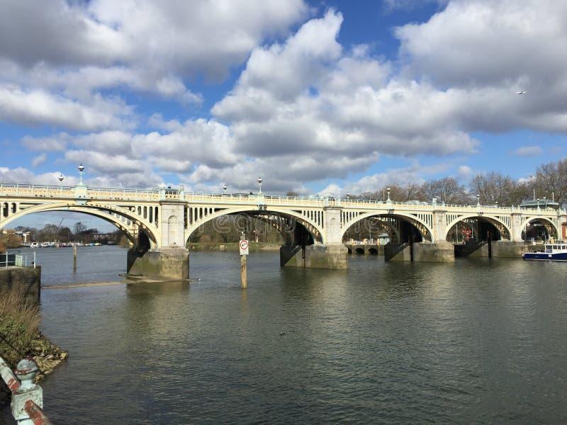 里士满锁和人行桥 免版税库存图片