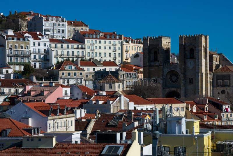 里斯本市视图和里斯本大教堂圣玛丽亚Maior de里斯本或Se de里斯本 免版税库存图片