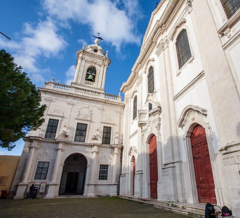 里斯本葡萄牙老教会在oldtown alfama区域 里斯本 Bui 免版税库存图片