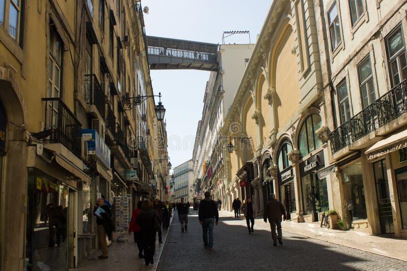 里斯本,葡萄牙:全视图Rua (街道)做卡尔穆,街市 免版税库存图片