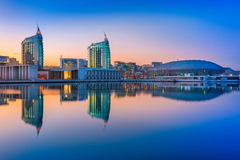 里斯本,葡萄牙:在国家的日落在里斯本停放Parque das Nações 免版税库存照片