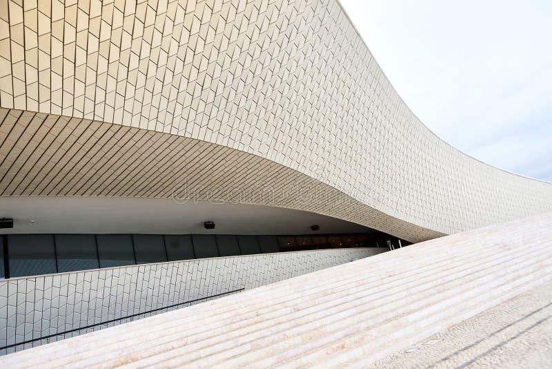 里斯本,葡萄牙- 12 2018年12月:Maat入口、艺术馆,建筑学和技术,阿曼达Levete,外表 免版税库存图片