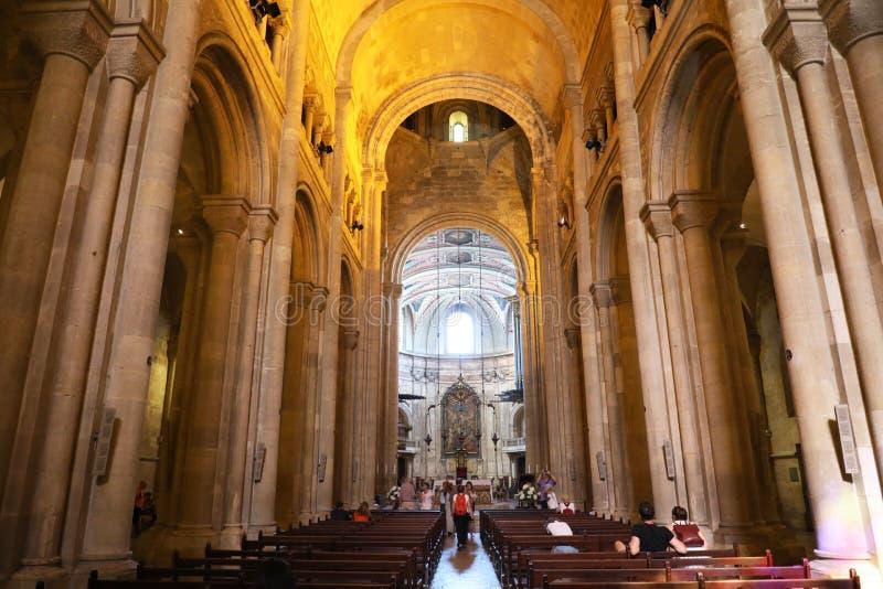 里斯本,葡萄牙- 2018年6月25日:亦称在大教堂圣玛丽亚Maior de里斯本Se de里斯本,葡萄牙里面 库存图片