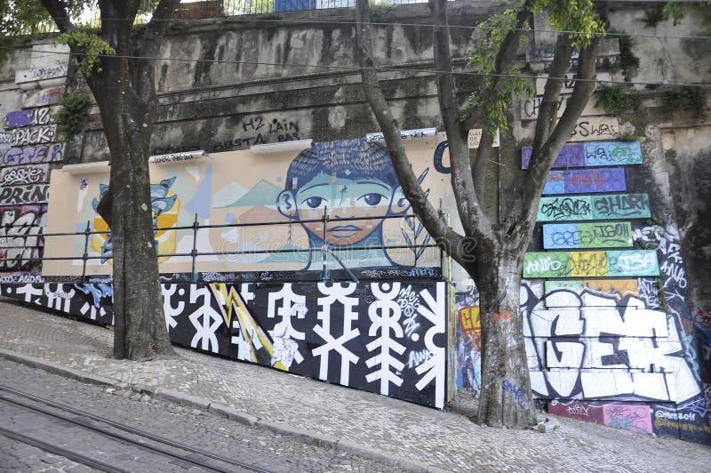 里斯本,7月14日:里斯本Baixa Chiado区老索道街艺 库存图片