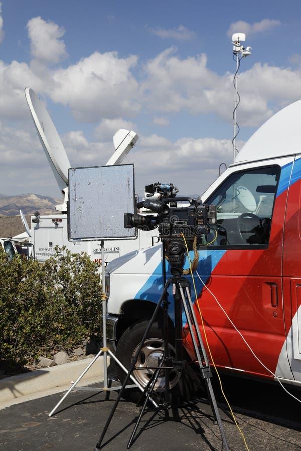 里根总统图书馆, SIMI谷, LA,加州- 2015年9月16日,与反射器的摄象机和与电视bro的卫星盘 免版税图库摄影
