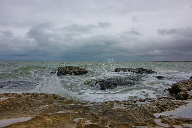 里海,里海海岸在Zagulba村庄  免版税库存图片