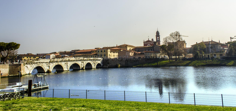 里米尼都市风景视图 Tiberius桥梁 免版税库存照片