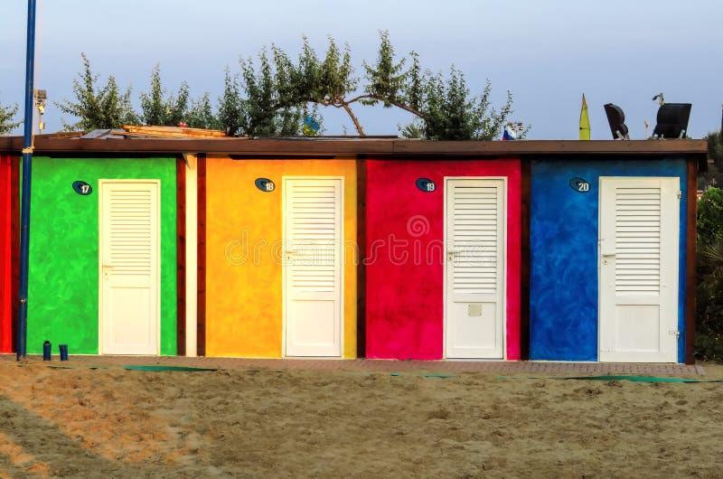 里米尼-五颜六色的海滩客舱 图库摄影