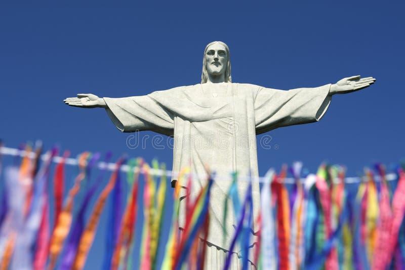 里约在Corcovado雕象的狂欢节庆祝  免版税图库摄影