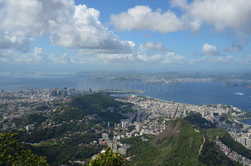 里约热内卢,博塔福戈海滩,糖面包山,天空,航拍,云彩,城市 免版税库存图片