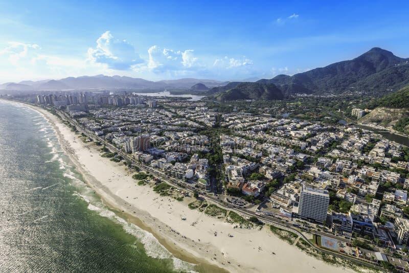 里约热内卢,巴拉岛da Tijuca有阳光鸟瞰图 免版税库存图片
