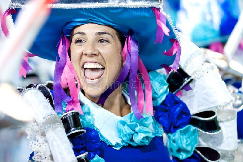 里约热内卢- 2月11 : 服装跳舞和罪孽的一名妇女 免版税图库摄影
