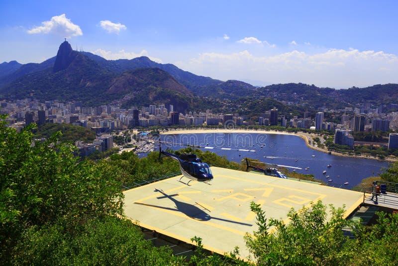 里约热内卢- 2月26 :Sug停机坪的直升机土地  免版税库存图片