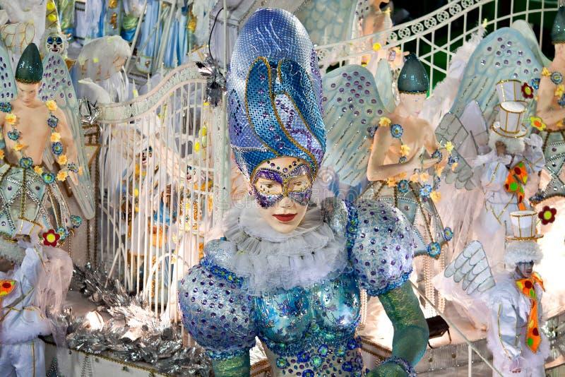 里约热内卢- 2月10 : 显示与在狂欢节的装饰 免版税库存照片