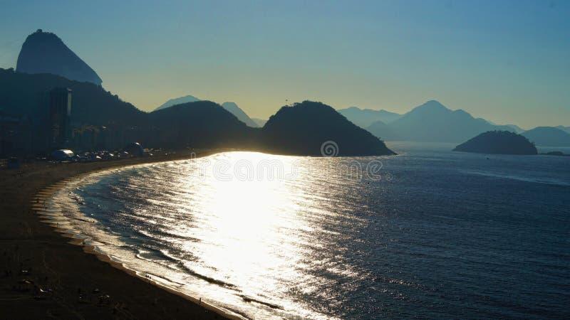 里约热内卢Copabana海滩早晨黎明 免版税库存图片