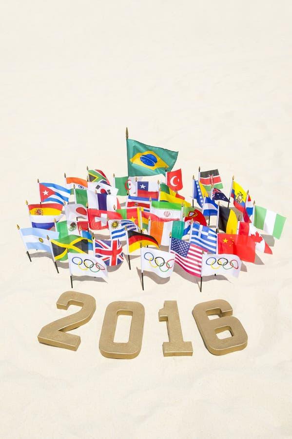 里约2016奥林匹克和国际旗子 免版税库存图片