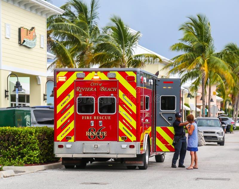里维埃拉海滩救火救护车 免版税图库摄影